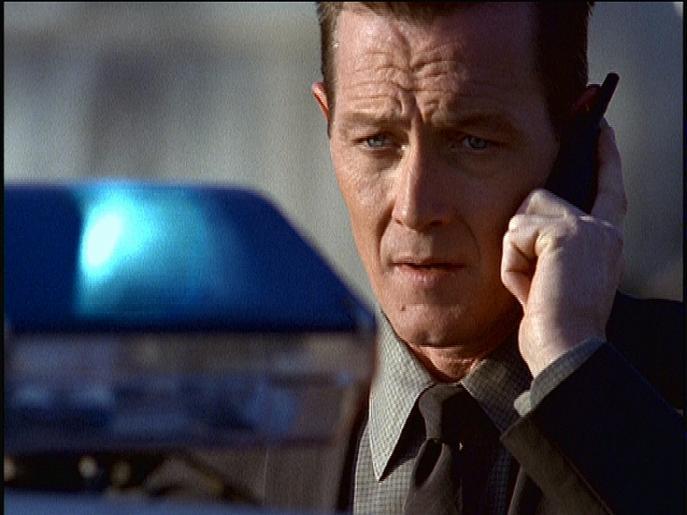 John Doggett (Robert Patrick) hegt den Verdacht, dass die beiden Toten der Rachsucht eines anderen Verstorbenen zum Opfer gefallen sind. © Twentieth Century Fox Film