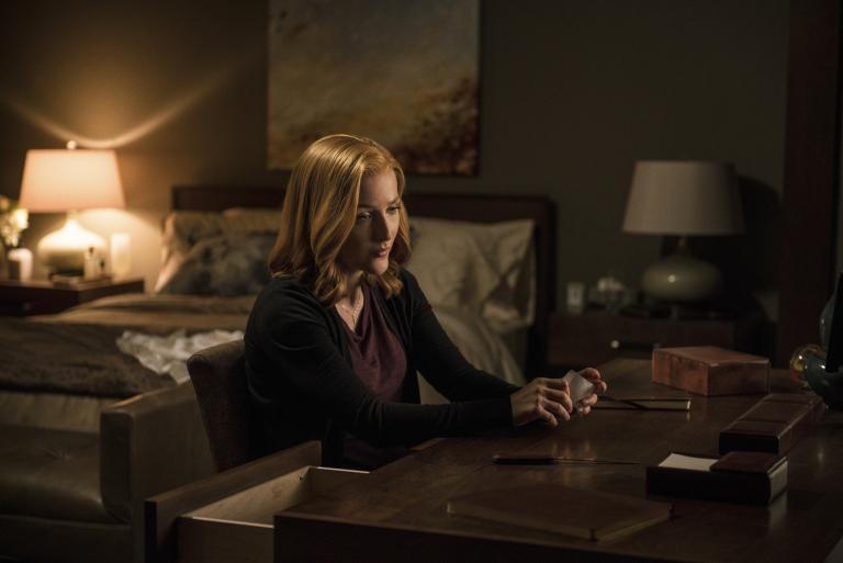 Ihr neuester Fall lässt Scully (Gillian Anderson) über grundlegende Dinge nachdenken ... © 2016 Fox and its related entities