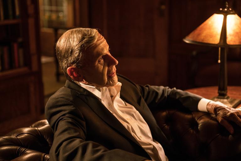Jahrelang verfolgte der rauchende Mann (William B. Davis) seinen Plan und der tödliche Showdown scheint genau jetzt gekommen zu sein ... © 2016 Fox