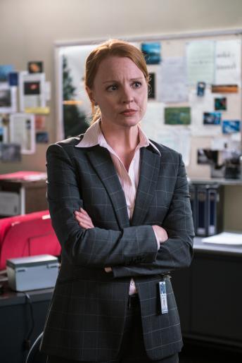 Agent Einstein (Lauren Ambrose) will Scullys Theorie, dass die Bevölkerung einer von Menschen geschaffenen Bedrohung ausgesetzt ist, einfach nicht glauben, bis es beinahe zu spät ist ... © 2016 Fox