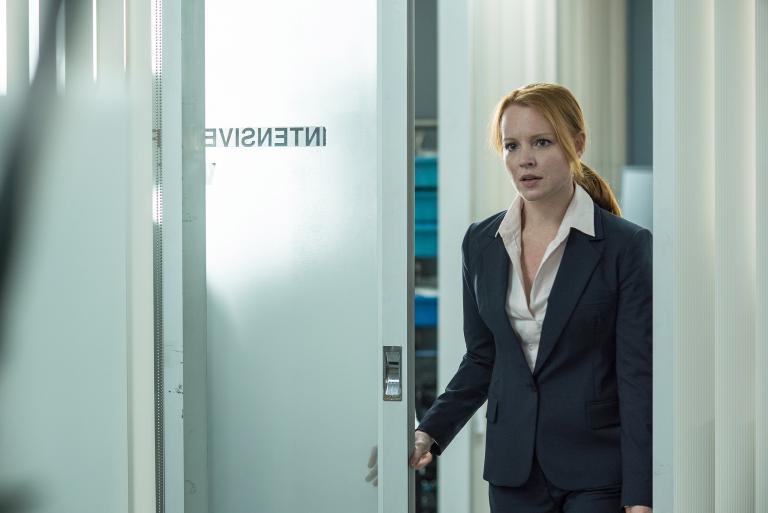 Der Medizinwissenschaftlerin Agent Einstein (Lauren Ambrose) gefällt es eigentlich überhaupt nicht, dass sie Mulder und Scully in ihren Fall einbeziehen muss - vor allem, um mit einem Toten zu sprechen ... Copyright: 2016 Fox