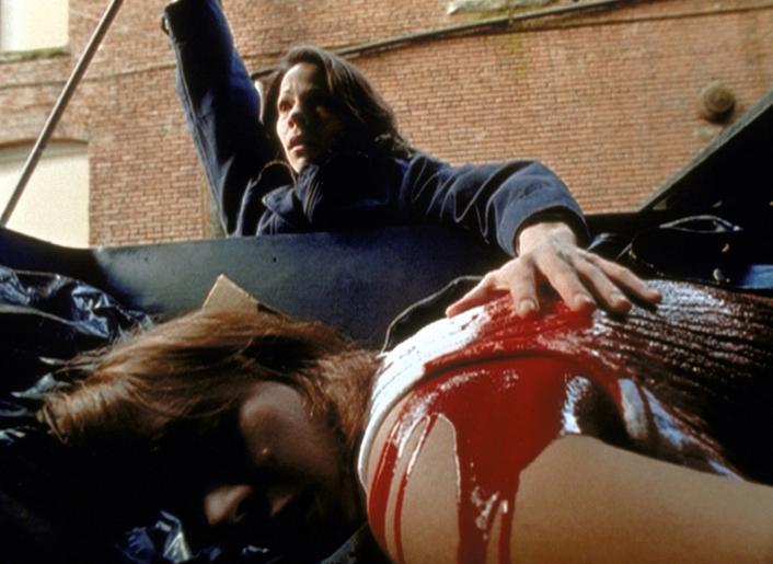 Die blinde Marty (Lili Taylor, hinten) hat durch die Augen des Killers einen Mord miterlebt ... © Twentieth Century Fox Film