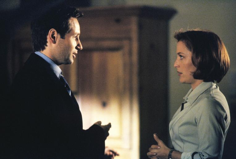 In schweren Situation denkt Scully (Gillian Anderson, r.) gerne an Mulder (David Duchovny, l.) zurück. © Twentieth Century Fox Film Corporation. All Rights Reserved.