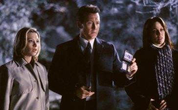 Leyla Harrison (Jolie Jenkins), Doggett (Robert Patrick) und Reyes (Annabeth Gish) haben sich nach Pennsylvania begeben, um dort mysteriöse Vorgänge im Haus einer Bekannten aufzudecken . © 2002 Twentieth Century Fox Film Corporation. All rights reserved.