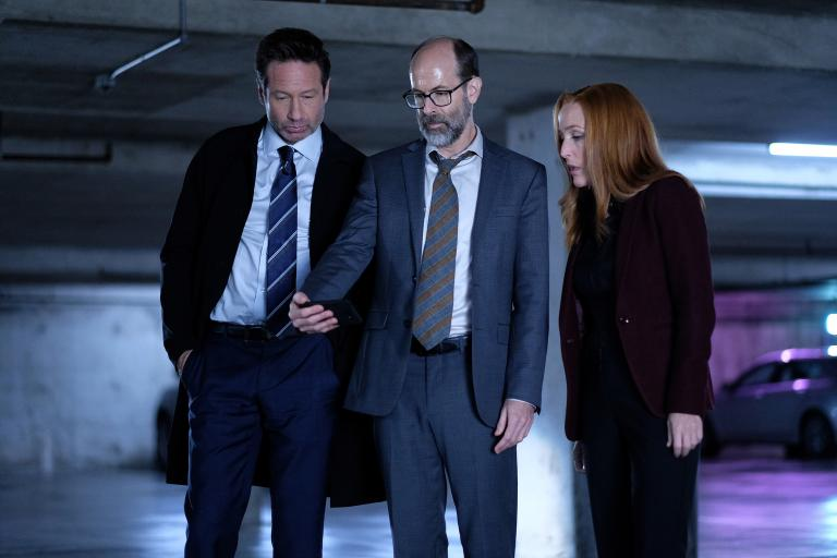 Mulder (David Duchovny, l.) Scully (Gillian Anderson, r.) mit dem mysteriösen Reggie (Brian Huskey, M.) © 2018 Fox and its related entities. All rights reserved. / Shane Harvey