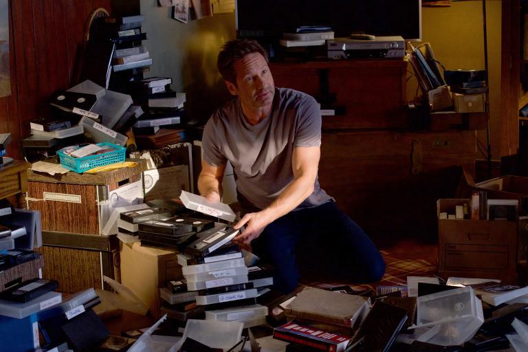 Nachdem ihm ein unbekannter Mann weißmachen will, dass ihm Teile seines Gedächtnisses geklaut wurden, folgt Mulder (David Duchovny) einem seiner Hinweise, nur um sicherzugehen, dass der Mann wirklich verrückt ist ... © 2018 Fox and its related entities. All rights reserved. / Shane Harvey