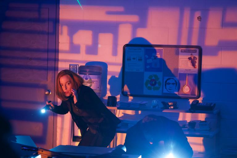 Erkennt Scully (Gillian Anderson), dass die Roboter und künstlichen Intelligenzen ihr einen gefährlichen Streich spielen? © 2018 Fox and its related entities. All rights reserved. / Shane Harvey