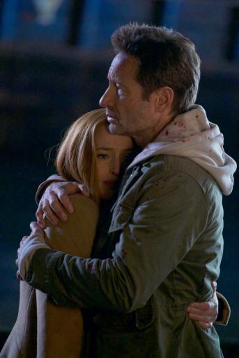 Können Scully (Gillian Anderson, l.) und Mulder (David Duchovny, r.) ihrem, so lange verschollenen, Sohn überhaupt noch helfen? © 2018 Fox and its related entities. All rights reserved. / Shane Harvey