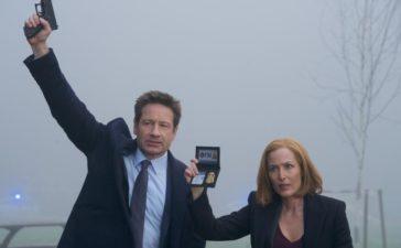 Mulder (David Duchovny, l.) und Scully (Gillian Anderson, r.) müssen im Todesfall eines kleinen Jungen ermitteln, denn im Gegensatz zu der örtlichen Polizei wittern die beiden Agenten einen Mord ... © 2018 Fox and its related entities. All rights reserved. / Shane Harvey