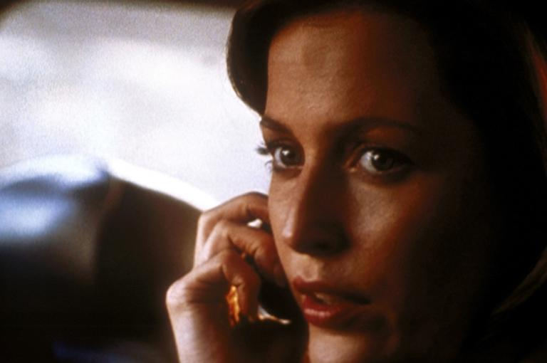 Noch ahnt Scully (Gillian Anderson) nicht, dass sie einen verhängnisvollen Fehler begeht, als sie dem Raucher vertraut ... © TM + 2000 Twentieth Century Fox Film Corporation. All Rights Reserved.